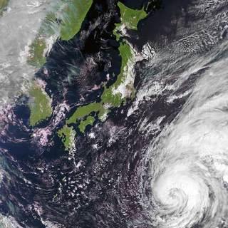 台風対策の防災グッズを確認しておこう。家庭の治療薬まで30選とチェックリスト