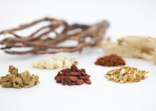 PMS(月経前症候群)に効く漢方とは?市販薬・処方薬の漢方薬、イライラへの効果など解説