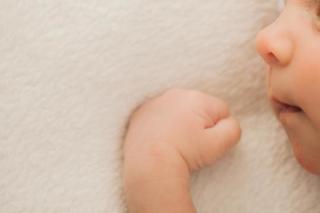 赤ちゃんの精巣のトラブル「陰嚢水腫(いんのうすいしゅ)」の症状・鼠径(そけい)ヘルニアとの違い・治療法を知ろう
