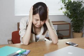 緊張型頭痛の原因と症状とは?期間はどれぐらい?主な治療、薬や解消法など。吐き気の症状の意味は?