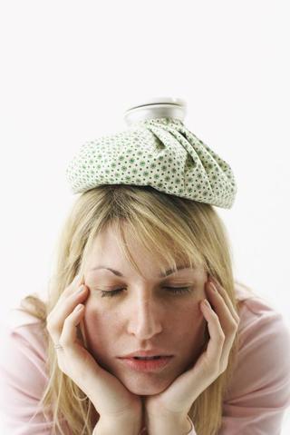 寝起きの頭痛はなぜ起こる?肩こりも関係しているの?吐き気もあって心配…。あなたの症状の「原因」を知って、爽やかな目覚めを迎えよう!
