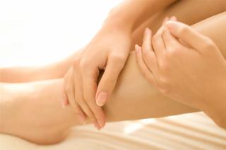 足のむくみは病気のサイン?足のむくみの解消法について解説