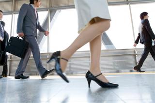 日常に潜む下腿浮腫(かたいふしゅ)の原因と、マッサージなどの解消法をご紹介