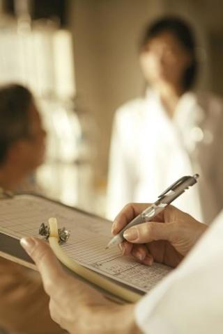うつ病に悩んだら病院はどこへ行く?うつ病の診察の仕方と治療方法について