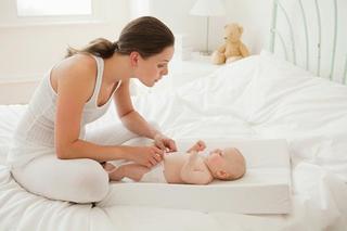 赤ちゃんの便秘解消法は?便秘の時の離乳食とホームケアのポイントを知ろう