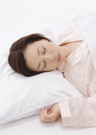 生理前になると暑くて眠いのに眠れなくなる!生理前の不眠症状の原因と対処方法を知ろう~PMSの不眠・過眠症状はともに黄体ホルモン(プロゲステロン)が原因~