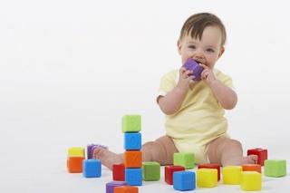 赤ちゃん、子どもの誤飲に要注意!誤飲しやすい物・対処法・相談窓口・予防法について