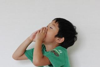 子どもの鼻水が止まらない!鼻水の色でわかる症状