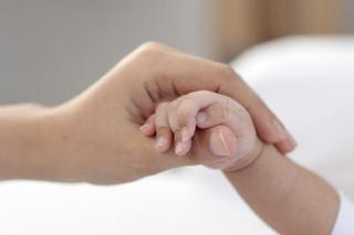 妊娠中に気を付けたい胎盤のトラブル「常位胎盤早期剥離(じょういたいばんそうきはくり)」の原因、症状、治療法について知ろう