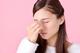 あなたは大丈夫?ドライアイからくる頭痛や吐き気の症状の原因は目から入る情報の混乱だった。ドライアイの原因・予防・対処法・効果的なツボをご紹介!