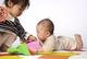 アデノウイルス感染症とは?乳幼児にかかりやすいアデノウイルス感染症の症状・感染経路・出席停止・対処法について