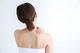 首のこりの原因と解消法について解説:枕と首のこりの関係は?