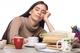 眠気が治らないのは病気?!考えられる原因や自分でできる改善法を紹介