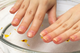 爪の異常は貧血のサイン?爪の変形・変色と貧血の関係を解説