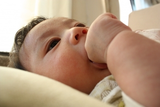 突発性湿疹(とっぱつせいしっしん)は赤ちゃんの9割が発症:症状・原因・自宅ケアなど、慌てないための基礎知識