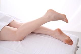 「足の裏やかかとが硬い…でもかゆくない」は慢性の水虫かも?!正しい治療と予防法でつるりん肌を取り戻しましょう