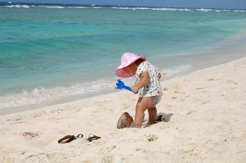 赤ちゃんの海水浴はいつから?海で注意すべきことを紹介します