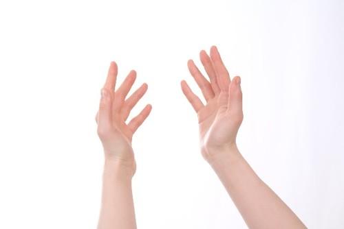 ばね指の痛みに効く市販薬5選!テーピングの巻き方も解説!