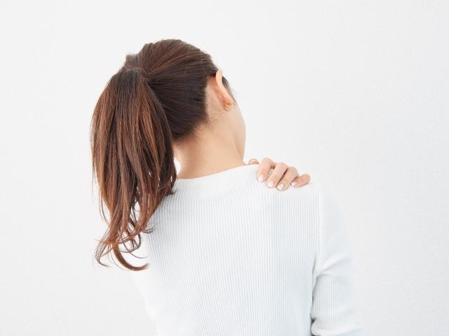 花粉症で肩がこる!肩こりの原因と解消法を徹底解説!