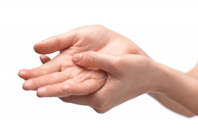 花粉症が原因で蕁麻疹がでる?蕁麻疹の原因・症状・対策を解説