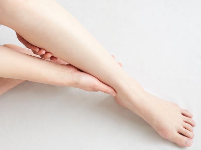 足・顔・手のむくみをマッサージで解消!効果を高めるストレッチも紹介します