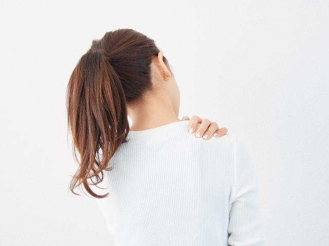 【薬剤師監修】肩こりにおすすめの薬は?貼り薬・塗り薬・飲み薬それぞれの選び方を解説!