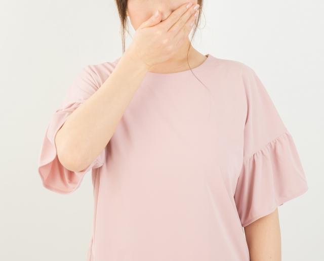 歯周病はキスで他人にうつるの?歯周病の感染について解説