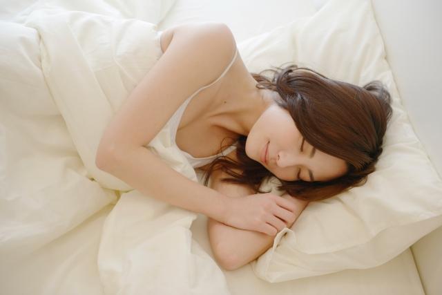 女性のいびきの原因や治し方は?いびきをかかない方法を解説!