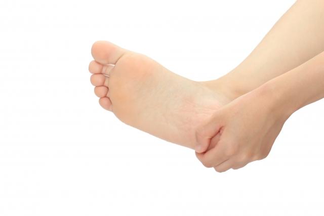 足の臭いの原因と対策について:重曹の消臭効果も詳しく解説